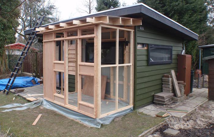 Aanbouw houten tuinhuis samen bouwen met hout - Bouw een overdekt terras ...