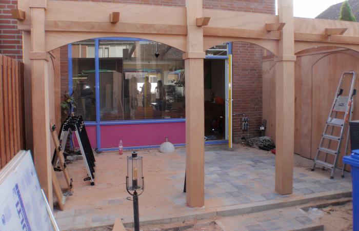Afdak pergola in spaanse stijl samen bouwen met hout - Pergola hout bedekt ...