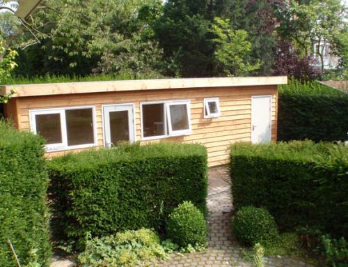 Tuinhuis achter het huis