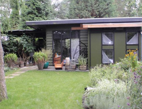 Aanbouw houten tuinhuis